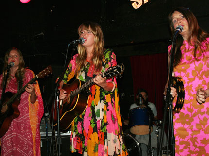 080606_chapinsisiters_main_1.jpg