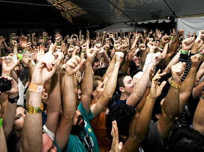 090324-crowd-bryan.jpg