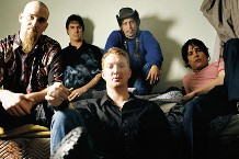 100730-queens-stone-age.jpg
