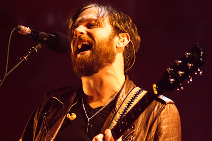 101117-kings-of-leon-1.jpg