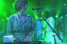 120118-grouplove.png