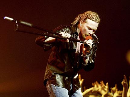[Entrevista] Axl da su version acerca de la salida de sus ex compañeros (2008). Guns-roses-axl-rose