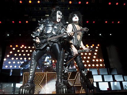 kiss-voodoo-main.jpg
