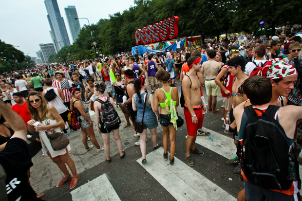 lollapalooza reschedules saturday lineup after storm evacuation spin. Black Bedroom Furniture Sets. Home Design Ideas