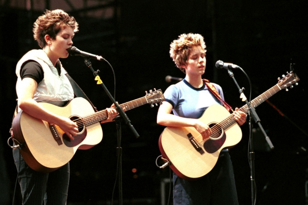 Tegan and Sara perform on August 17, 2000 at the Theatre in Jones Beach, New York. Photo by George De Sota/Liaison