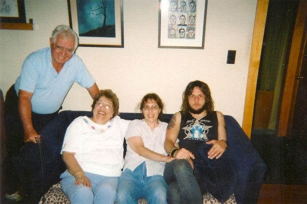 Grandpa Lenny, Grandma Janet, mom Judith Thomas, Kyle Thomas / Photo courtesy King Tuff