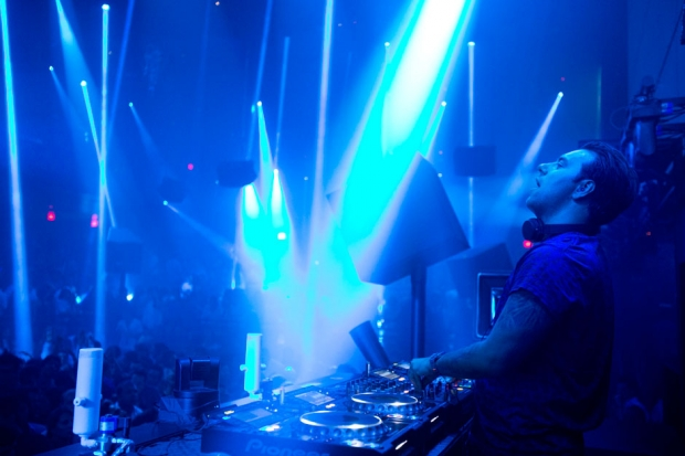 DJ Sebastian Ingrosso entertains the crowd at Light Nightclub in Las Vegas on July 5, 2013 / Photo by Leila Navidi