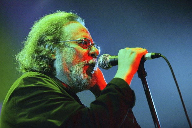 Tommy Ramone at The Ramones Cancer Benefit at Spirit, New York City, October 8, 2004. / Photo by Scott Gries/Getty Images