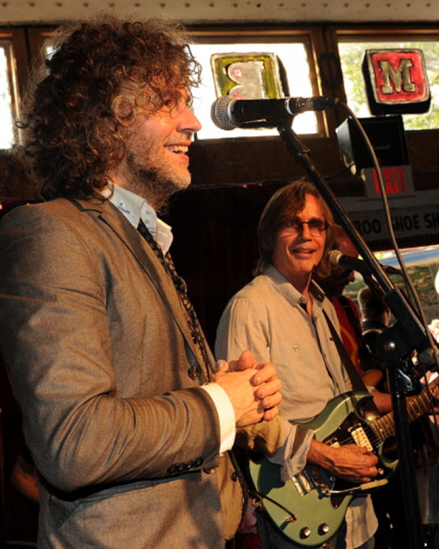 Wayne Coyne with Jackson Browne / Photo by Rick Diamond/Getty