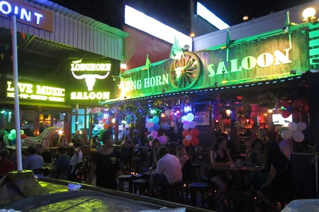 little long horn saloon thailand karaoke tourist killed Bobby Ray Carter